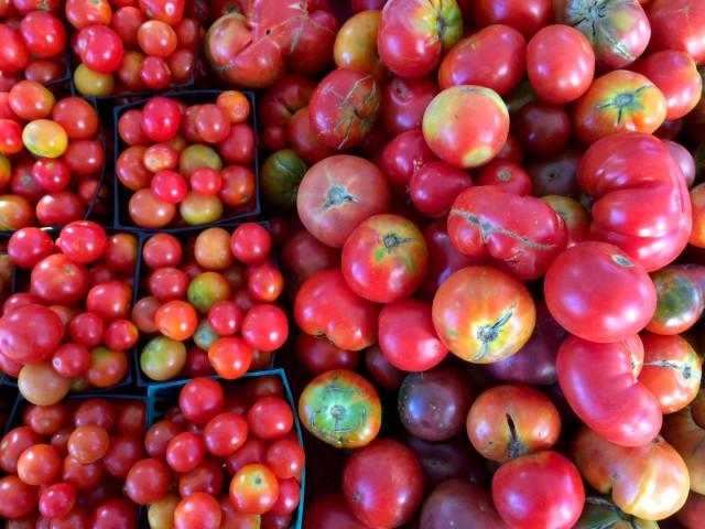 Farmers-Market-tomatoes-640x480